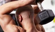 Cviky na tricepsy s jednoručkami